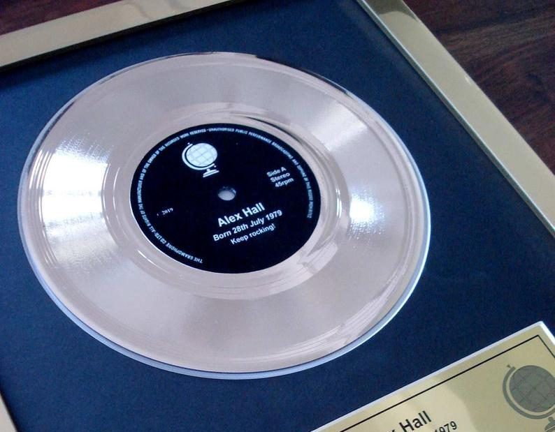 "Tu propio disco de oro personalizado - Your own personalised 7"" golden vinyl framed record single record award"